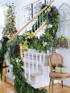 Dreaming of a Green Christmas. Vivid lush green garland on a beautiful stairway. Christmas Stairs, Noel Christmas, Green Christmas, Winter Christmas, Christmas Ideas, Country Christmas, Xmas, Cottage Christmas, Natural Christmas