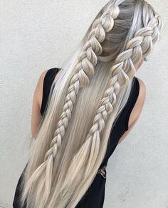 There are so many different ways you can rock black braided hair. Yarn braids are a particularly stunning idea of a hairstyle that focuses on the distinct texture that is obviously artificial, but in a way in tune with your kinks. Shaved Side Hairstyles, Pretty Hairstyles, Braided Hairstyles, Hairstyles 2018, Wedding Hairstyles, Cool Braids, Braids For Long Hair, Natural Hair Styles, Short Hair Styles