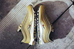 """Nike Air Max 97 continue à fêter son anniversaire avec le coloris """"Metallic Gold"""""""