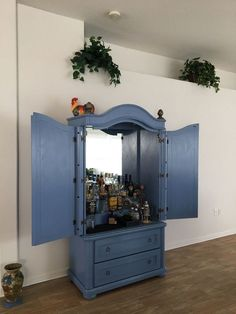 They drag an armoire out of their bedroom for a brilliant reason! --->>> For the COLOR!!!