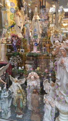 Hay 800 ángeles y 23 modelos distintos de los siete arcángeles.