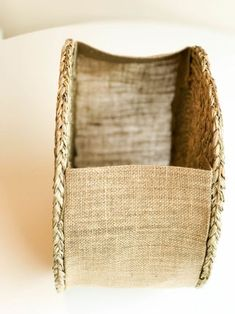 DIY Straw Bag : 10 Steps (with Pictures) - Instructables Hessian Fabric, Burlap Tote, Fabric Bags, Diy Bags Easy, Simple Bags, Diy Straw, Straw Bag, Diy Bag Designs, Diy Bags Purses