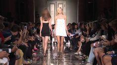 Andrea Incontri - 2015 İlkbahar / Yaz Giyim Trendleri - Andrea Incontri - 2015 ilkbahar / yaz pırıltılı ve etnik desenli elbiseler ile size göstermektedir