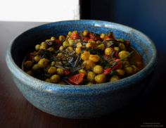 Fresh peas and tomato stew Chana Masala, Stew, Tasty, Fresh, Vegetables, Ethnic Recipes, Food, Green, Hands