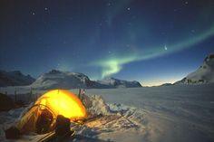 Canadá: a imensidão das áreas naturais do Canadá oferece numerosas opções para observar a beleza das auroras boreais. As áreas em volta do lago Superior, no Ontário, a tundra do norte do país, e o território de Yukon , próximo ao Alasca, são alguns pontos ideais para a visualização do fenômeno Foto: BCTourism/Divulgação