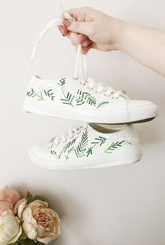 When I personally think about embroidery, I think of embroidery floss and friendship bracelets. As a kid, I spent hours and hours creating intricate friendship bracelets whenever I could, then selling (Diy Clothes Tie Dye Shoes, How To Dye Shoes, Tying Shoes, Studded Converse, Diy Converse, Polka Dot Shoes, Diy Mode, Floral Shoes, Clothes Refashion