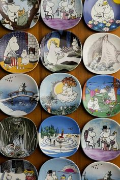 A collection of Moomin plates - I see so many nice ones here! Moomin Shop, Moomin Mugs, Planet Drawing, Moomin Valley, Tove Jansson, Pottery Tools, Art Challenge, Kawaii Anime, Scandinavian