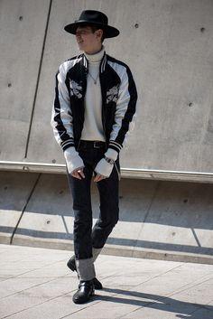 I neeed that bomber jacket 🙏🙏🤙 Korean Fashion Teen, Korean Fashion Summer Casual, Korean Street Fashion, Seoul Fashion, Dope Fashion, Guy Fashion, Fashion Outfits, Men Street Look, Street Wear