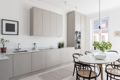 65 Gorgeous Modern Scandinavian Kitchen Design Trends - Lilly is Love Beige Kitchen, New Kitchen, Stylish Kitchen, Country Kitchen, Kitchen Interior, Kitchen Decor, Kitchen Ideas, Minimalist Kitchen, Minimalist Style