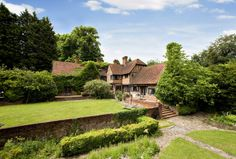 Peppard Manor  - Oxfordshire, sleeps 16  £3220,£171 per person for 20 people[ extras  up to 20 with mattress on floor for 50 pp per night.tudor, quirky, antiques, 15 mins from henley on thames, reading station 10 mins  30 mins from london paddington. walk to gastro pub, heated pool
