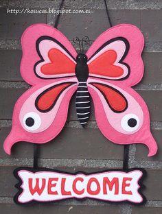 Kosucas : Letrero de bienvenida con mariposa.