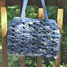 Transform old jeans into this Anthropologie-inspired denim farfalle handbag: Artfully Caroline Monkey Bag, Denim Handbags, Burberry Handbags, Denim Purse, Bow Purse, Bow Bag, Denim Crafts, Jean Crafts, Denim Ideas