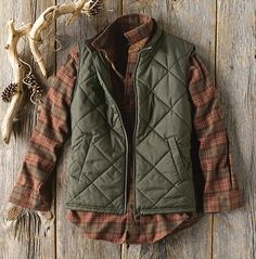 Browse Barbour clothing for men and find outerwear and apparel made to uncompromising standards. Shop Orvis now for traditional Barbour men's clothing. Mens Outdoor Fashion, Mens Outdoor Clothing, Flannel Outfits, Vest Outfits, Mens Fall Outfits, Stylish Men, Men Casual, Barbour Clothing, Country Fashion