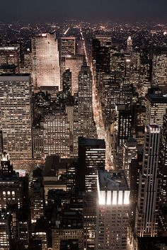 Love the urban landscape Night Aesthetic, City Aesthetic, Travel Aesthetic, New York Wallpaper, City Wallpaper, New York Life, Nyc Life, City Photography, Landscape Photography