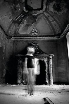 Creative Photo Ideas for October: 03 Shoot a chilling ghost portrait for Halloween Photography Degree, Motion Photography, Photography Projects, Creative Photography, White Photography, Fine Art Photography, Portrait Photography, Slow Shutter Speed Photos, Slow Shutter Speed Photography