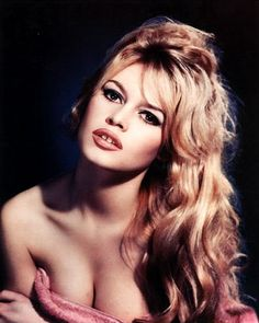 Sexy Brigitte Bardot- The Voluptuous bombshell actress with sexy hair and full pout made the gap tooth sexy in the 50's.