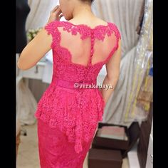 Details… #partydress #backdetails #throwback #lacelovers #verakebaya  …thanks @elsyelsy  (di Rumah Kebaya Vera Anggraini)