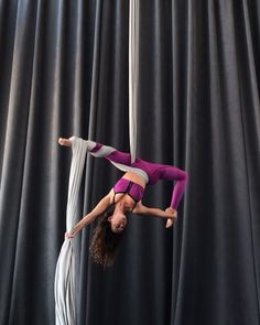 Sassy Split Lever Drop in the cutest set from new Fall collection! Aerial Acrobatics, Aerial Dance, Aerial Hoop, Aerial Arts, Aerial Silks, Pilates Reformer Exercises, Pilates Yoga, Aerial Yoga Hammock, Circus Art