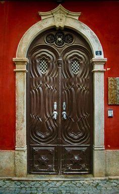 Фото двери на фасаде дома