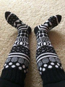 image Fair Isle Knitting, Loom Knitting, Knitting Socks, Hand Knitting, Knitting Patterns, Crochet Socks, Crochet Clothes, Knit Crochet, Marimekko Fabric