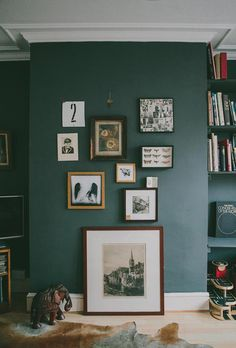 12 beautiful neutral rooms without white walls - . 12 beautifully neutral rooms without white walls – – # Sage Green Walls, Green Accent Walls, White Walls, Green Wall Color, Green Painted Walls, Painted Ceilings, Teal Walls, Dark Green Living Room, Green Rooms