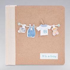 Álbum T-Shirt Boy. ¡A mamá le va a encantar! Todo un detalle para el bebé, donde podrás guardar todos sus recuerdos: Álbum con capacidad para 100 fotos del peque. Medidas de fotos: 10 cm x 15 cm. #regalos #babygifts #bebés