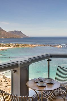 A designer den built into the cliffs above Cape Town's best white beaches with uninterrupted views of the Twelve Apostles mountains and the Atlantic Ocean—Cape View Clifton—is a luxury guest house that is hard to beat. Clifton Cape Town, Clifton Beach, Beautiful Hotels, Most Beautiful Cities, Beach Cottages, Beach Houses, Permanent Vacation, Beach Aesthetic, City Beach