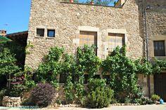 Pueblos con encanto en el interior de la Costa Brava, Casavells, pura magia. Baix Empordà. Lugares con encanto. www.caucharmant.com