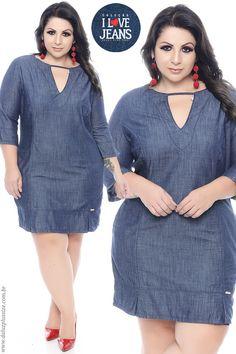 Vestido Jeans Plus Size - Coleção I Love Jeans - www.daluzplussize.com.br Casual Dresses Plus Size, Plus Size Gowns, Plus Size Outfits, Curvy Girl Outfits, Chic Outfits, Fashion Outfits, Curvy Fashion, Plus Size Fashion, Pretty Black Dresses