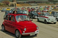 Lots of beautiful Fiat 500's here.