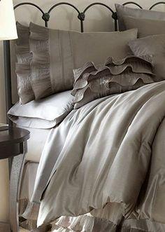 Platinum Frills Egyptian Cotton Blend Comforter Set .