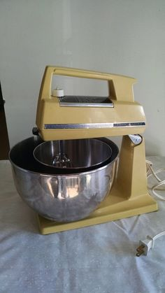 Vintage General Electric Stand Mixer 12 Speed 2 Metal Mixing Bowls All Original