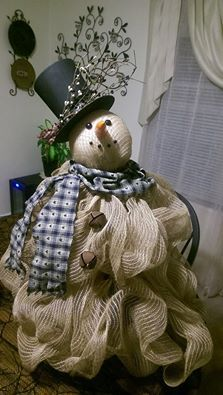 Tomato cage snowman. He was pretty easy to make.