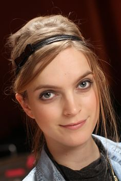 skinny head band, hair loosely pulled back- Tory Burch Fall '12 look
