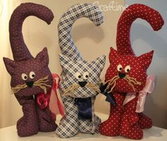 {tutorial} pattern for stuffed cat (black Halloween cat?) Plus {tutorial} pattern for stuffed cat (black Halloween cat? Fabric Toys, Fabric Crafts, Sewing Crafts, Sewing Projects, Sewing Tips, Sewing Ideas, Cat Cushion, Fabric Animals, Cat Quilt