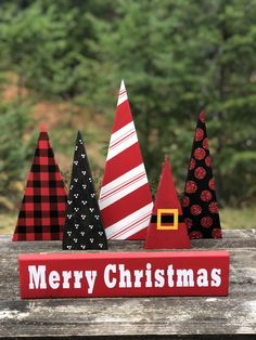 holiday crafts These 5 festive holiday trees could be personalized to match your decor. It is a fairly simple project and even basic easy dot patterns look great! Decorate your home this holiday season with a painted craft that is rustic but classic. Wooden Christmas Crafts, Wood Christmas Tree, Noel Christmas, Holiday Tree, Christmas Signs, Diy Christmas Gifts, Rustic Christmas, Christmas Projects, Holiday Crafts