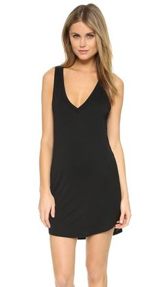 ¡Consigue este tipo de vestido informal de Riller & Fount ahora! Haz clic para ver los detalles. Envíos gratis a toda España. Riller & Fount Suzanne V Neck Tank Dress: Super-fine french terry lends effortless drape to this simple Riller & Fount tank dress. Banding trims the deep V neckline, and a gentle curve shapes the hem. Unlined. Fabric: Fine-gauge french terry. 95% modal/5% spandex. Dry clean. Made in the USA. Measurements Length: 33in / 84cm, from shoulder Measurements from size 1…