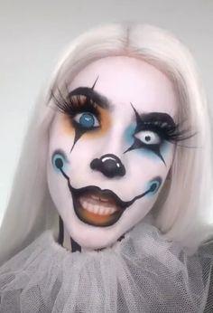 eye makeup for vampire / eye makeup for vampire . Creepy Makeup, Cute Makeup, Makeup Art, Maquillage Halloween Clown, Halloween Makeup Clown, Halloween Vampire, Amazing Halloween Makeup, Eye Makeup Designs, Creative Makeup Looks