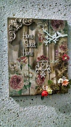Decoupage Vintage, Decoupage Art, Crafts To Make And Sell, Diy And Crafts, Arts And Crafts, Palettes Murales, Arte Shabby Chic, Name Plate Design, Bicycle Decor