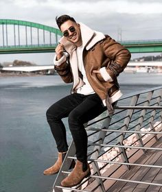 Brown in winter ❄️ ✖️ Fit by ✖️ Tagg us in your photos to get a feature chance on this page Rugged Style, Leather Jacket Outfits, Casual Wear For Men, Winter Outfits Men, Mens Style Guide, Stylish Men, Winter Fashion, Menswear, Street Style