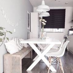 Un banco perfecto para nuestro comedor. Tiene muchas ventajas estéticas, gana en espacio y le da un aire perfecto al salón o la cocina.