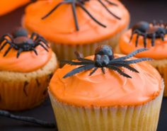 Simple Halloween Cupcakes. Love the bright orange frosting & the spider! Eek! [photo only]