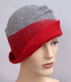 Assymetrical retro hat red and grey felt cloche 1920s by feltgOOOd