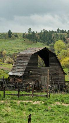 Wooden Barn, Rustic Barn, Metal Barn, Farm Barn, Old Farm, Country Barns, Country Roads, Old Houses, Farm Houses