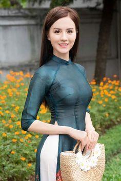 Best 11 True Girl like Fashition – SkillOfKing. Ao Dai, Beautiful Vietnamese Women, Beautiful Asian Women, Beautiful Girl Image, Cute Asian Girls, Asian Fashion, Asian Woman, Asian Beauty, Sssniperwolf