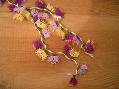 needle lace flowers, turkish oya, 40 pieces, lilac yellow purple(Etsy のPashaSuppliesより) https://www.etsy.com/jp/listing/228608441/needle-lace-flowers-turkish-oya-40