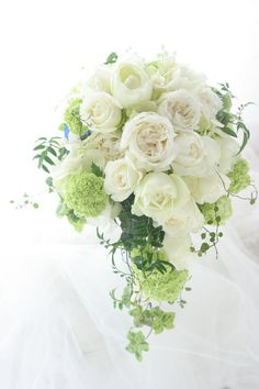 White and green cascade bouquet Romantic Wedding Colors, Bright Wedding Flowers, Floral Wedding, Flower Bouqet, Flower Bouquet Wedding, Ikebana Flower Arrangement, Wedding Flower Arrangements, Bride Bouquets, Bridesmaid Bouquet