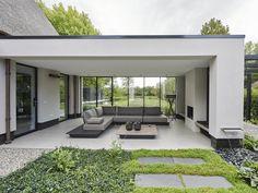 Martijn Veldman - Spacious villa with Italian design Design Patio, Backyard Patio Designs, Pergola Patio, Exterior Design, Design Design, House Extensions, Outdoor Rooms, Modern House Design, Modern Architecture