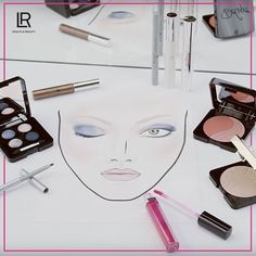 :: Smokey Eyes mal anders?  ::  In 5 Schritten zum atemberaubenden Look - diesmal in Grau, Blau oder Violett.  1# Artistic Quattro Eyeshadow - Velvet Vintage 2# Artistic Quattro Eyeshadow - Sublime Marine   Tipp: Pinsel oder Applikator leicht anfeuchten, um eine intensivere Farbwirkung zu erhalten.  Kennst du schon unserer Tutorial zum Modern Smokey Eyes Look: https://youtu.be/fRQw8NTVkDU   #SmokeyEyes #Beauty #MakeUp #ModernLook #kosmetik #parfum #aloevera