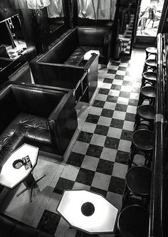 Miniscule but grand, intimate yet expansive, Loos Bar American plays on an optical trick of parallel mirrors endlessly reflecting the onyx balustrades and reddish Skyros marble of the high ceiling… Bar, Vienna, Modern Architecture, Restaurant, American, Home Decor, Gustav Klimt, Plays, Mirrors
